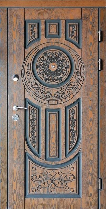 Вхідні броньовані двері з пластиковими накладками