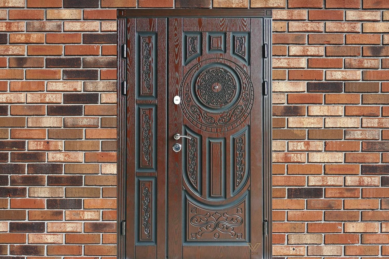 Класичні вхідні броньовані двері з полімерними накладками для котеджу